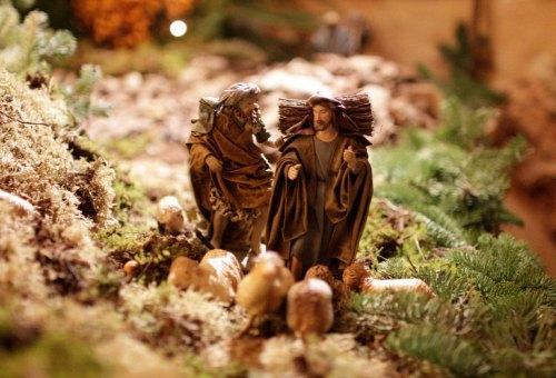 Heilige Drei Könige in der Krippe im Keller